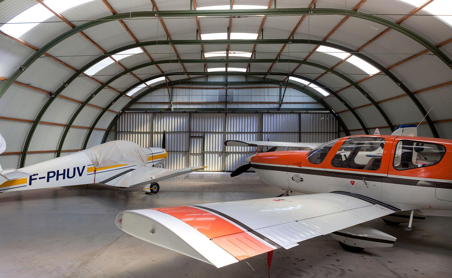 I JET, hangar pour avion