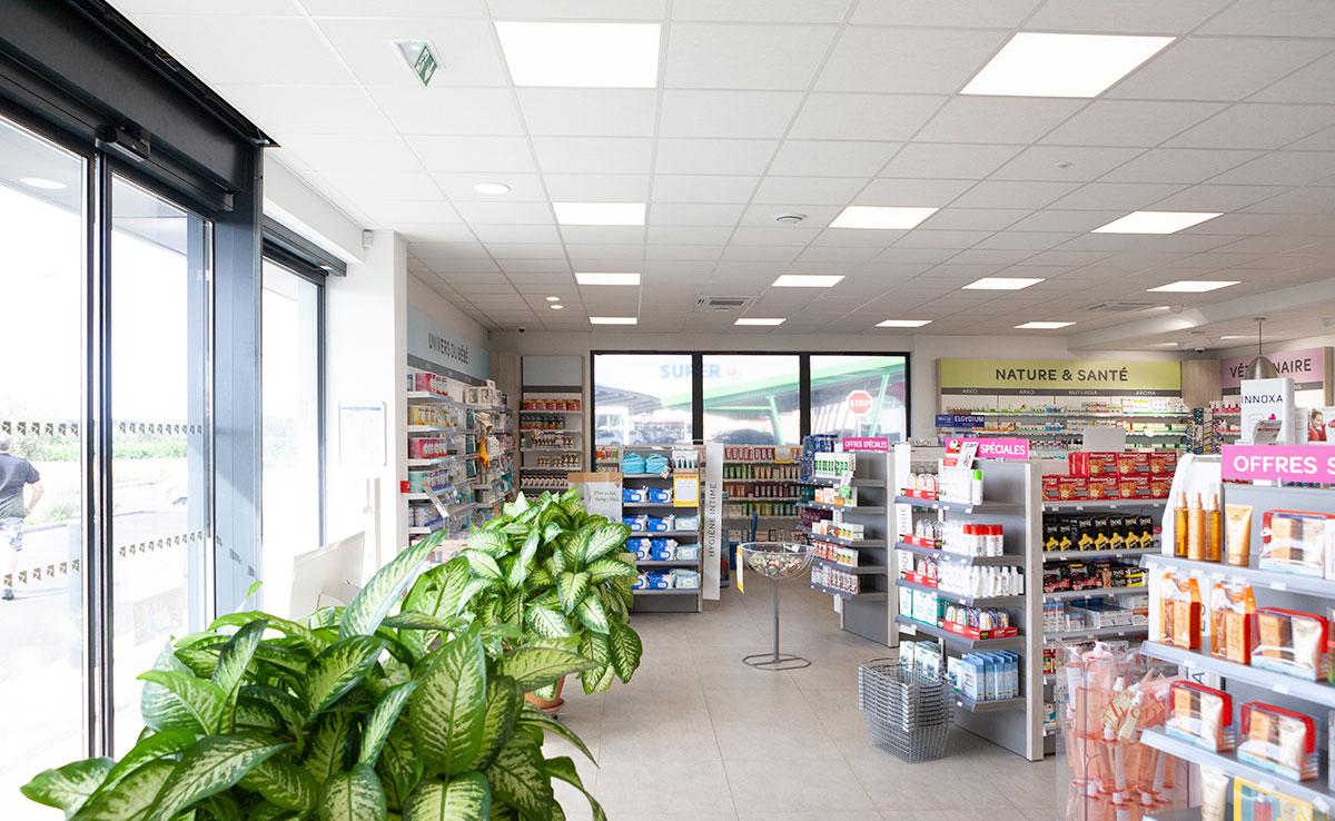 Pharmacie Bastide, enseigne, façade et aménagement intérieur, officine